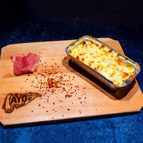 Cartofi cu sos de usturoi, bacon si mozzarella